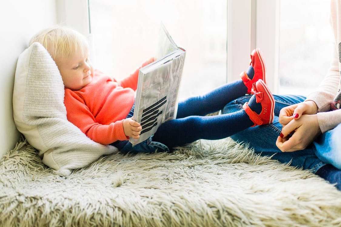 introduce reading to encourage baby development